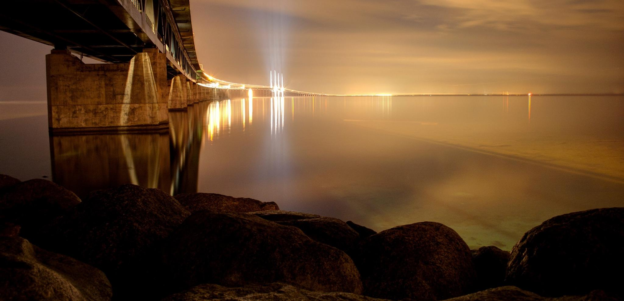 The Öresund Bridge lighting up the ocean