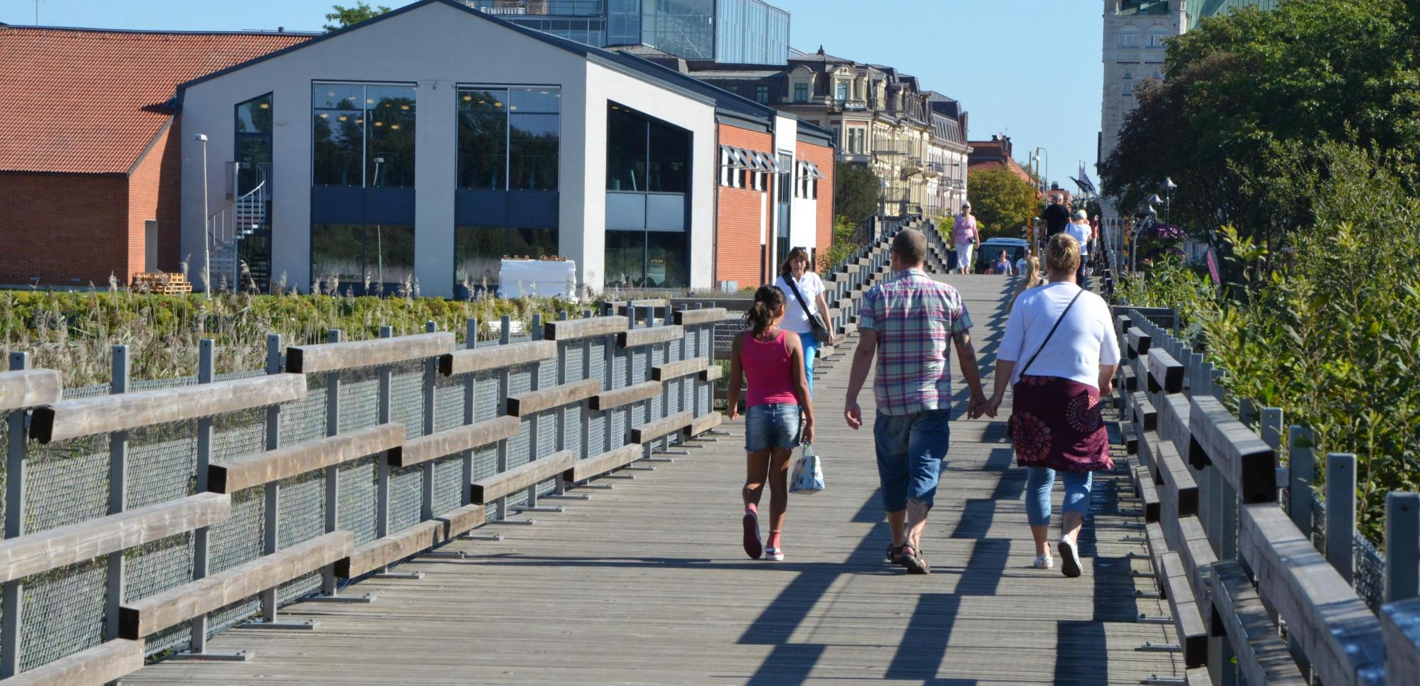 People walking on a bridge on a summer day © Claes Sandén