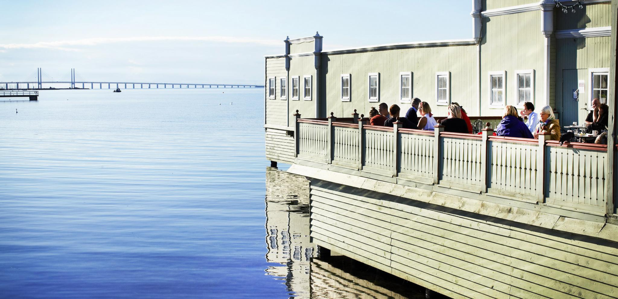 Ribersborg kallbadhus on a summer day © Oskar Falck