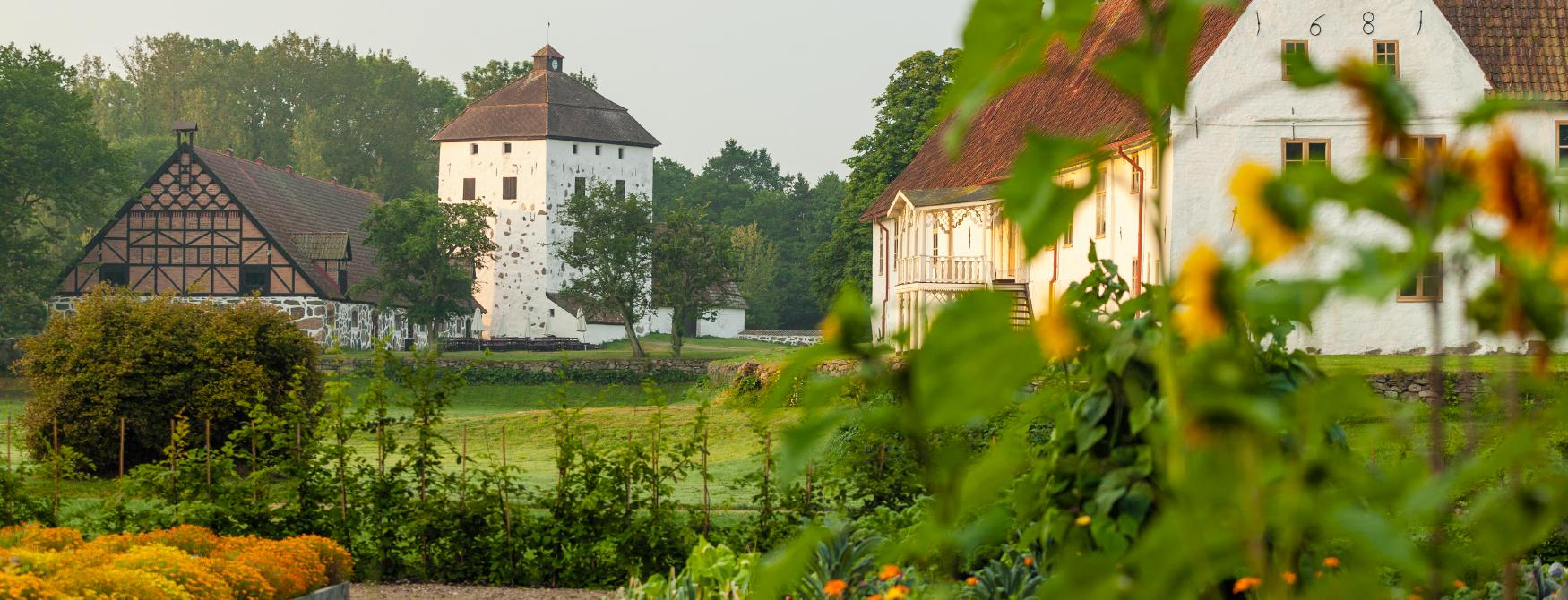Summer surroundings at Hovdala Castle