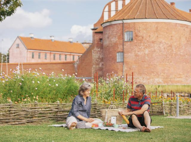 Picnic outside of Landskrona citadel © Anders Ebefeldt Studio