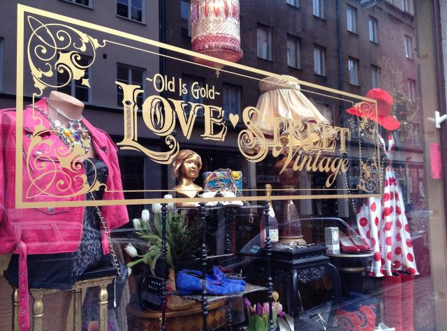 The shopwindow of Love street vintage